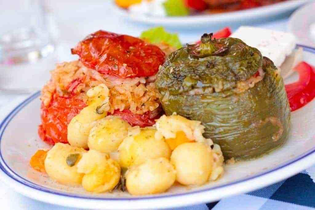 تعرف علي أشهر الأطباق اليونانية التي تستحق التجربة