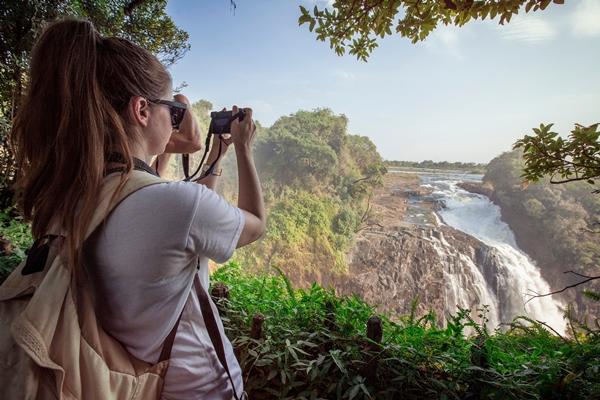 10 أنشطة سياحية يمكنك القيام بها في شلالات فيكتوريا