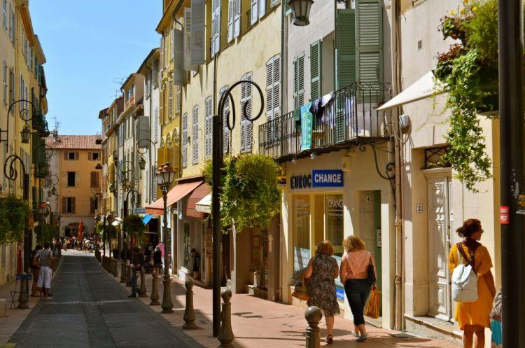 لديك عطلة صيفية ؟ اذا تعرف على أروع الوجهات الساحلية في فرنسا